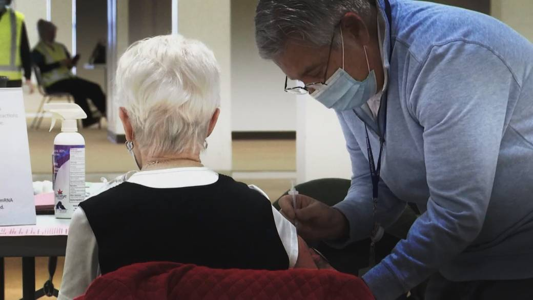 Click to play video: 'Should COVID-19 vaccinations be mandatory for staff in B.C.'s long-term care homes?'