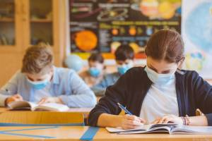 Masks recommended in high-traffic areas for all Grade 4-12 students: Sask. government