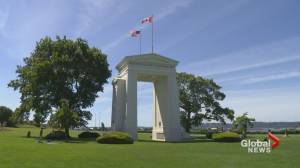 Cross-border visits cut off at Peace Arch Park (01:48)