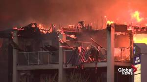 3 people taken to hospital after massive fire destroys St. Albert seniors residence (02:26)