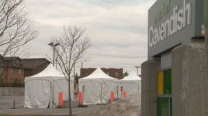 Coronavirus: Some Côte Saint-Luc residents uneasy with location of new drive-thru screening clinic (01:53)