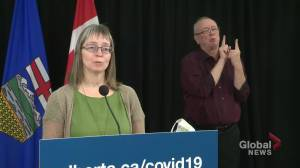Provincial or federal COVID-19 tracing app? Alberta's top doctor explains differences (01:34)
