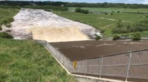 Water rushes through Manitoba's Rivers Dam (00:22)