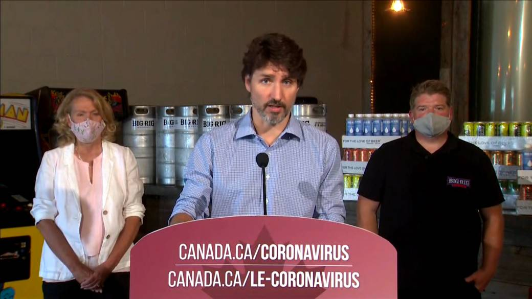 Click to play video 'Coronavirus: Trudeau praises Big Rig Brewery, retooled to produce hand sanitizer'