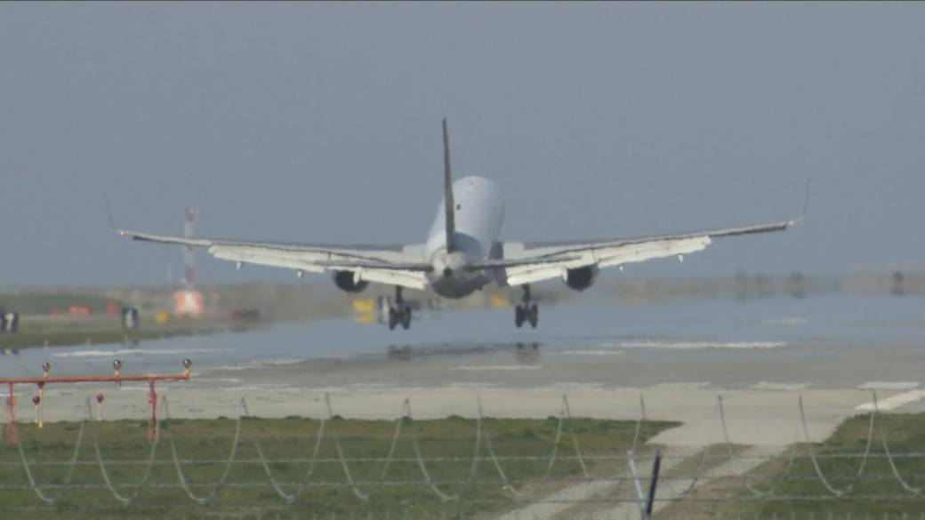 Click to play video: 'Canadian airline industry calls for federal restart plan'