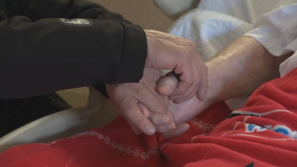 Click to play video 'New modelling leads to renewed call for rapid COVID-19 testing at B.C. long-term care facilities'