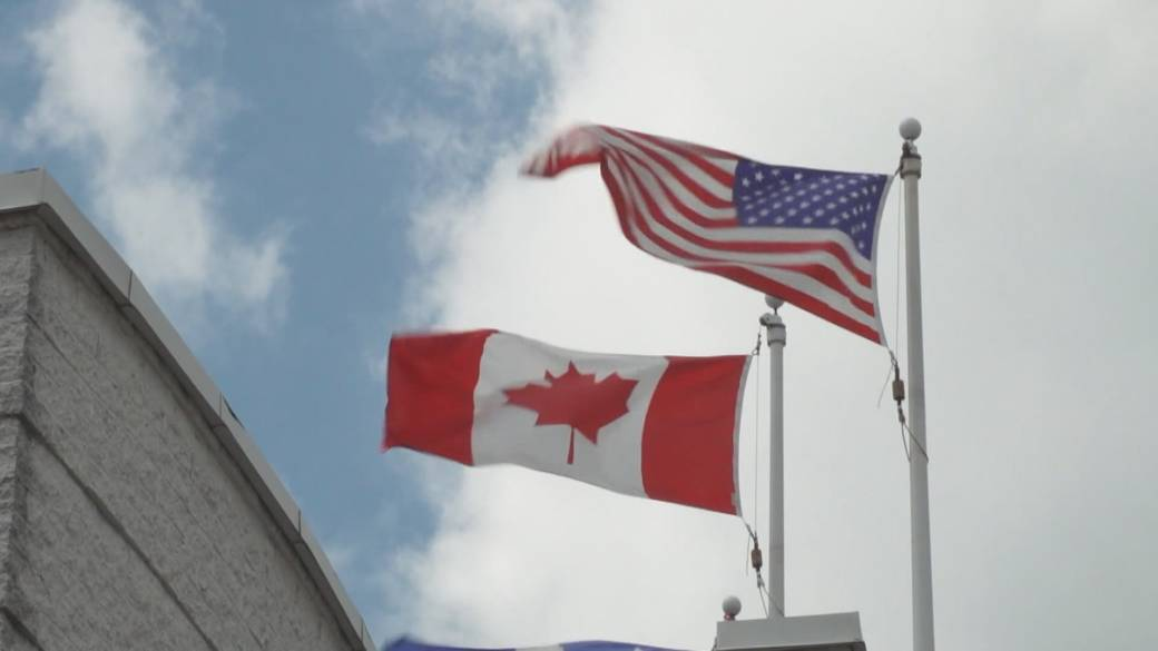 Click to play video: 'Canada looks at multi-stage U.S. border reopening plan'