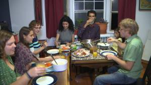 Grocers, restaurants prepare for smaller holiday dinners this year (01:34)