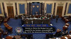 Amendment to increase U.S. minimum wage fails to advance (00:31)