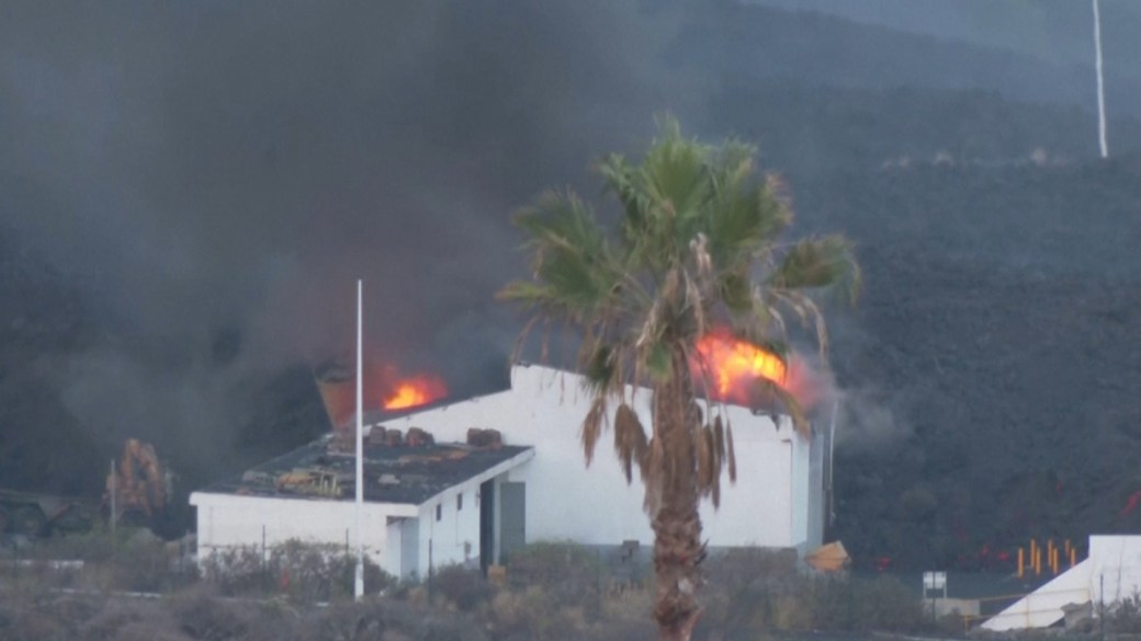 Click to play video: 'La Palma volcano: Lava engulfs cement factory forcing new lockdowns'