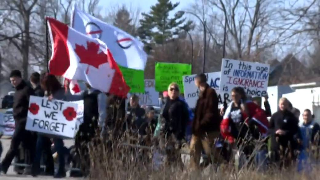 Click to play video 'Freedom March in St. Thomas, Ont., involves controversial pastor'