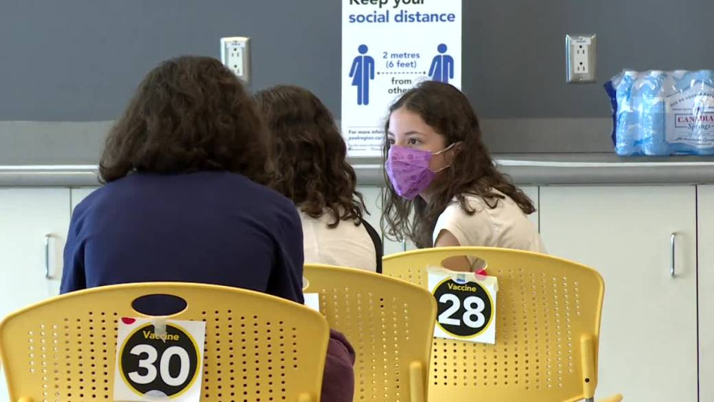 Click to play video: 'COVID-19 vaccine clinics opening in some Manitoba schools next week'