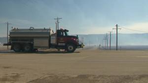 Gas plant, gas bar and homes evacuated due to grass fire west of Cochrane (02:17)