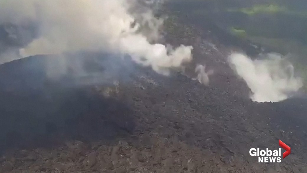 Click to play video: 'La Soufriere volcano erupts, prompting state of emergency for Saint Vincent and the Grenadines'