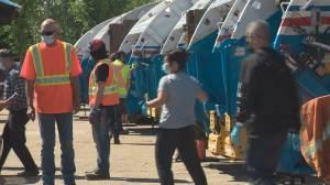 Edmontonians line up by the hundreds for big bin waste event (01:49)