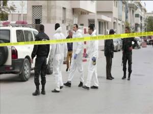 Suicide bombers strike near U.S. embassy in Tunis (00:50)