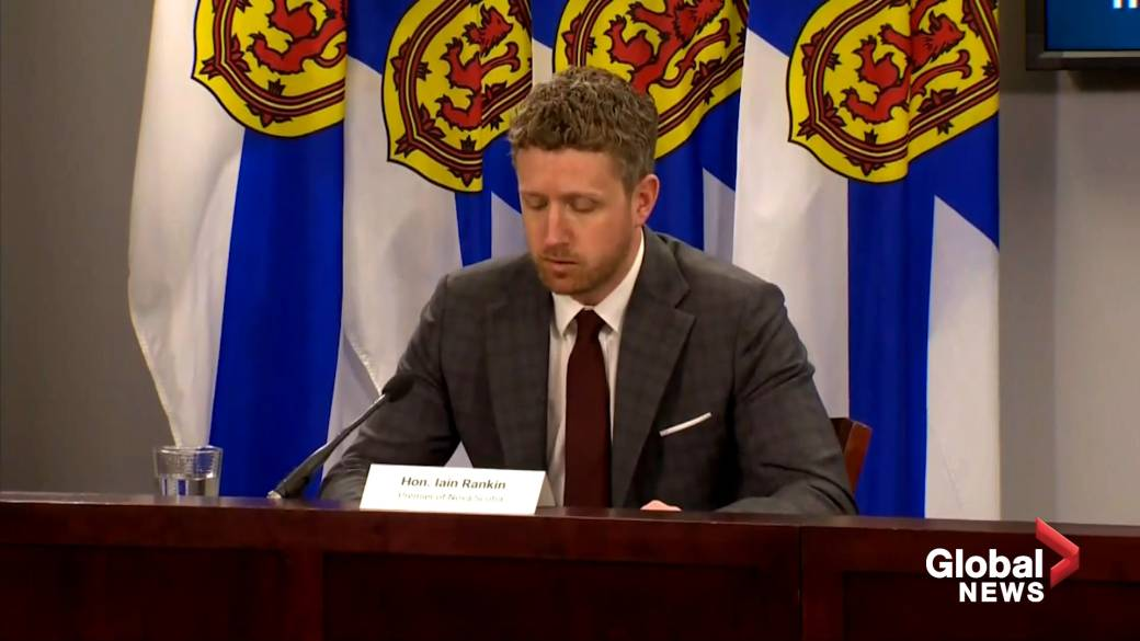 Click to play video: 'Nova Scotia re-instates self isolation requirement for crossing border with New Brunswick'