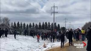 Large crowd of GraceLife Church supporters try to take down temporary RCMP fencing (01:50)