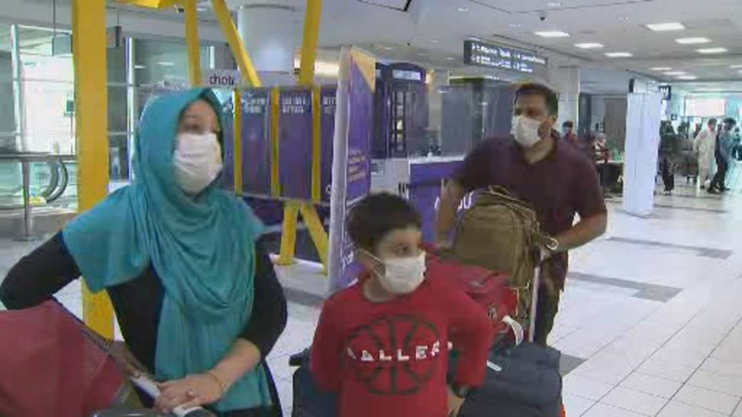 Click to play video: 'Canada's border rules ease for fully vaccinated foreign travellers'