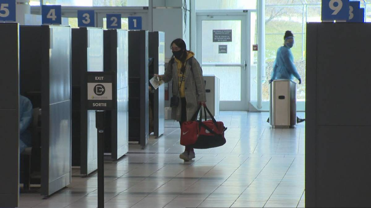 Click to play video 'Air travellers to Canada must now provide negative COVID-19 test'