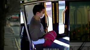 Robbery on Winnipeg Transit bus left young woman injured (00:31)