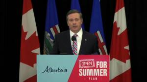 Kenney says Alberta NDP 'understating the protective effect of the vaccines' (01:14)