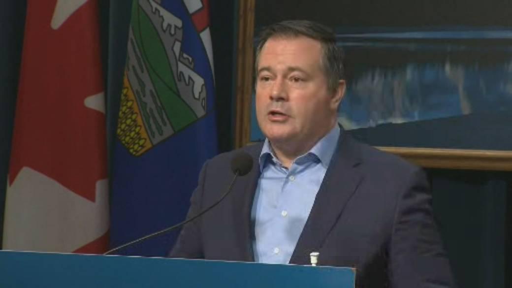 Click to play video 'Alberta premier blasts Biden's plan to nix Keystone XL project'
