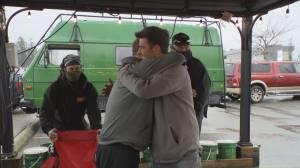 Gift of life: Abbotsford hot dog vendor donates kidney to customer (01:50)