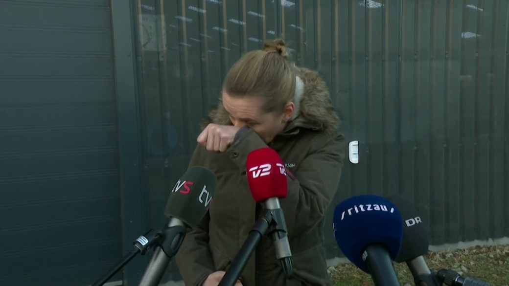 Click to play video 'Coronavirus: Danish PM in tears after visiting mink farmer whose animals were culled'