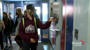Parents concerned delays in COVID-19 notifications at Calgary schools putting staff and students at risk (01:40)