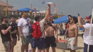 U.S. air travel soars for spring break as restrictions ease (02:14)
