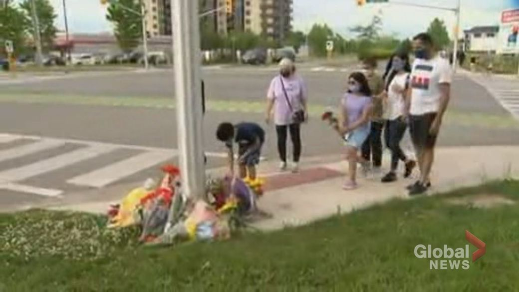 Click to play video: 'Condolences pour in after Muslim family killed in London, Ont.'