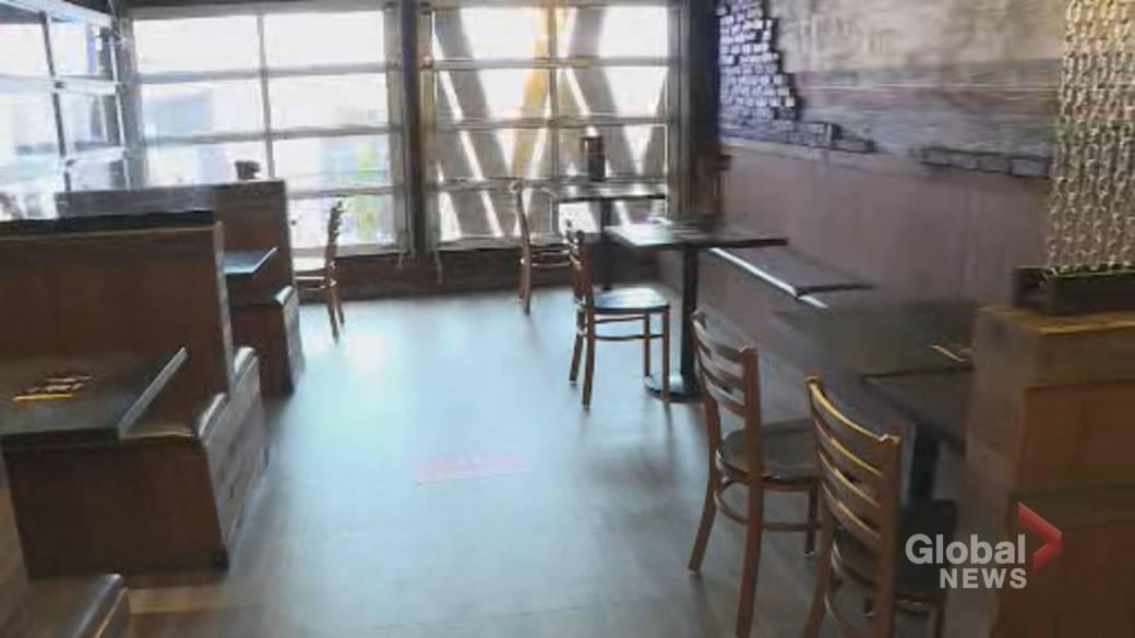 Click to watch video 'Coronavirus: Halton Region Restaurants Fear Ontario to Stop Eating Indoors'