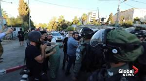 Scuffles erupt between Israeli police and Palestinians on Nakba Day (02:48)