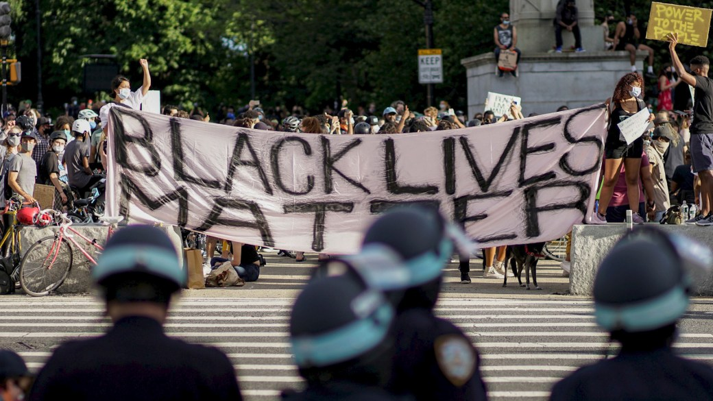 Click to play video 'Black Lives Matter: How protests demanding racial equality are treated differently by police'