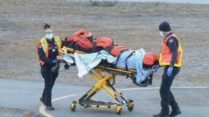 Two skiers rescued Thursday after avalanche near Squamish (00:56)