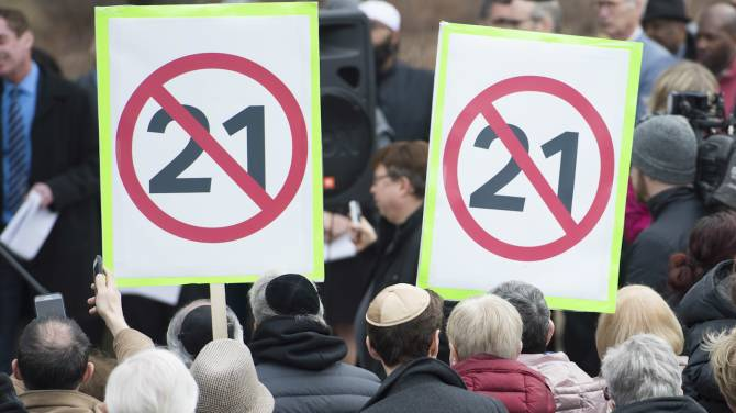 Why federal leaders, despite criticism, aren't taking a stronger stance on Quebec's Bill 21