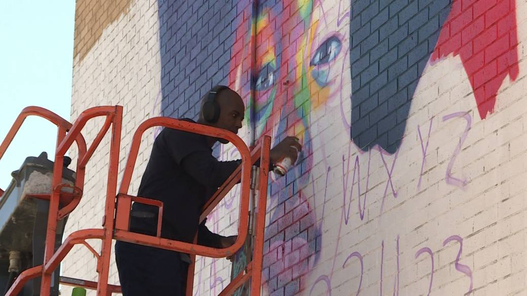 Click to play video 'Viola Desmond tribute among murals being added to Mulgrave Park in Halifax'