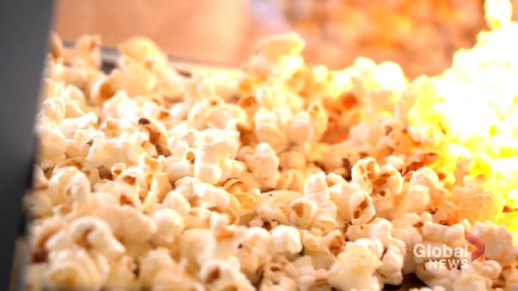 Click to play video 'Popcorn problem: Quebec movie theatres not allowed to sell food and drink'