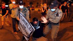 Police in Israel arrest 12 during anti-Netanyahu protests (06:21)