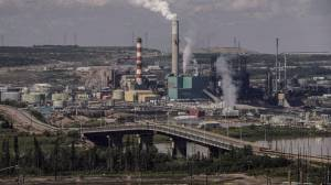 COVID-19 vaccination campaign underway at hard-hit Alberta oilsands (01:51)
