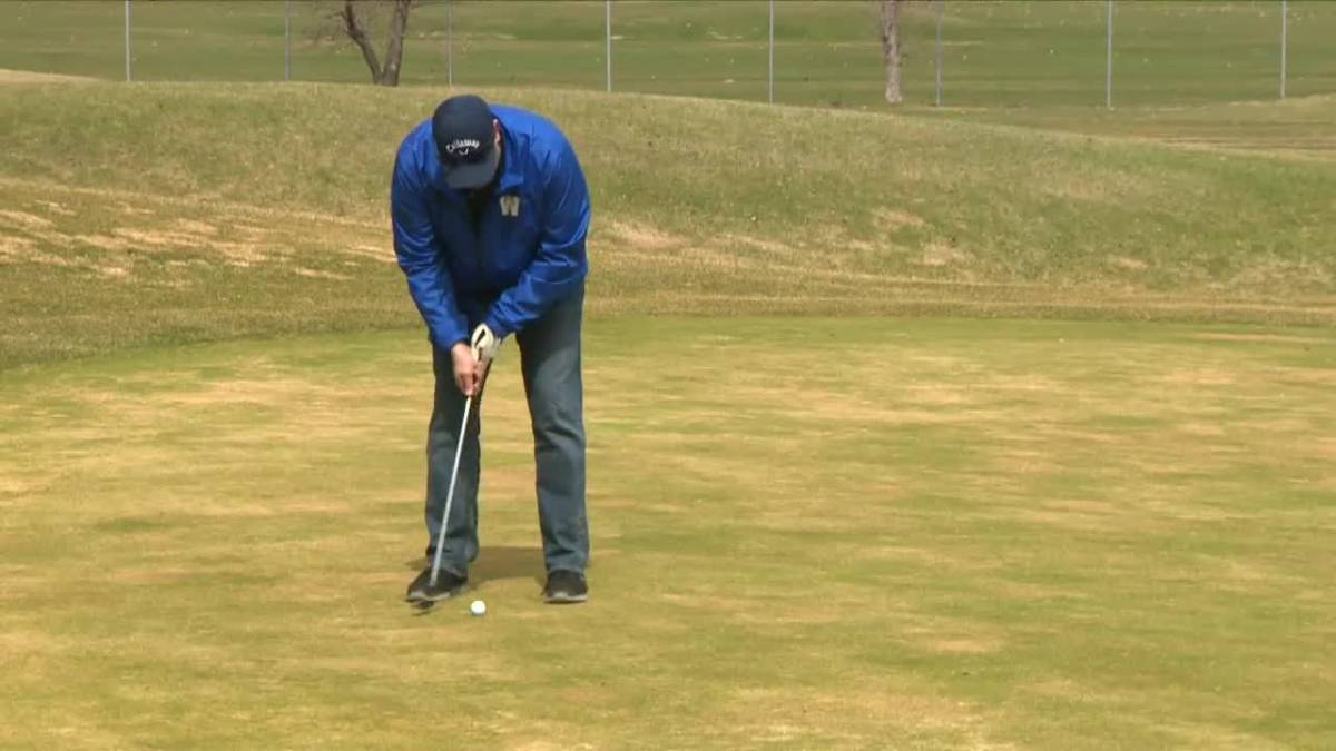 Click to play video: 'Winnipeg golf courses reopen'