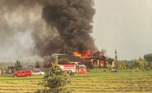 Parkland County home destroyed by fire after lightning strike (01:56)
