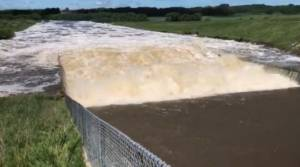 Sixty-year-old Rivers Dam at highest level ever (00:12)