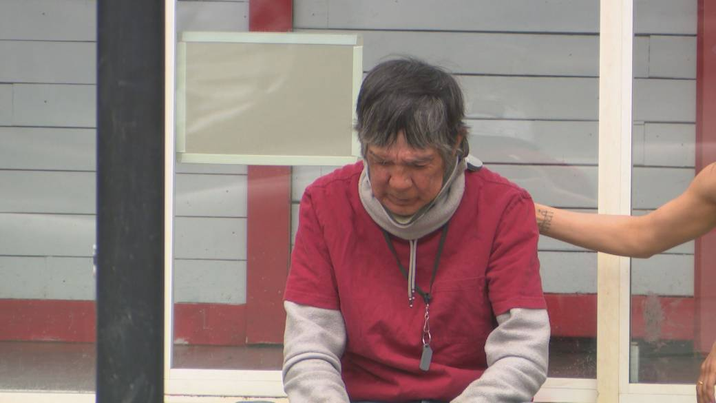 Click to play video: 'Disturbing content: Residential school survivor shares heartbreaking trauma'