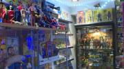 Play video: Toy collector makes vintage magazine amid pandemic