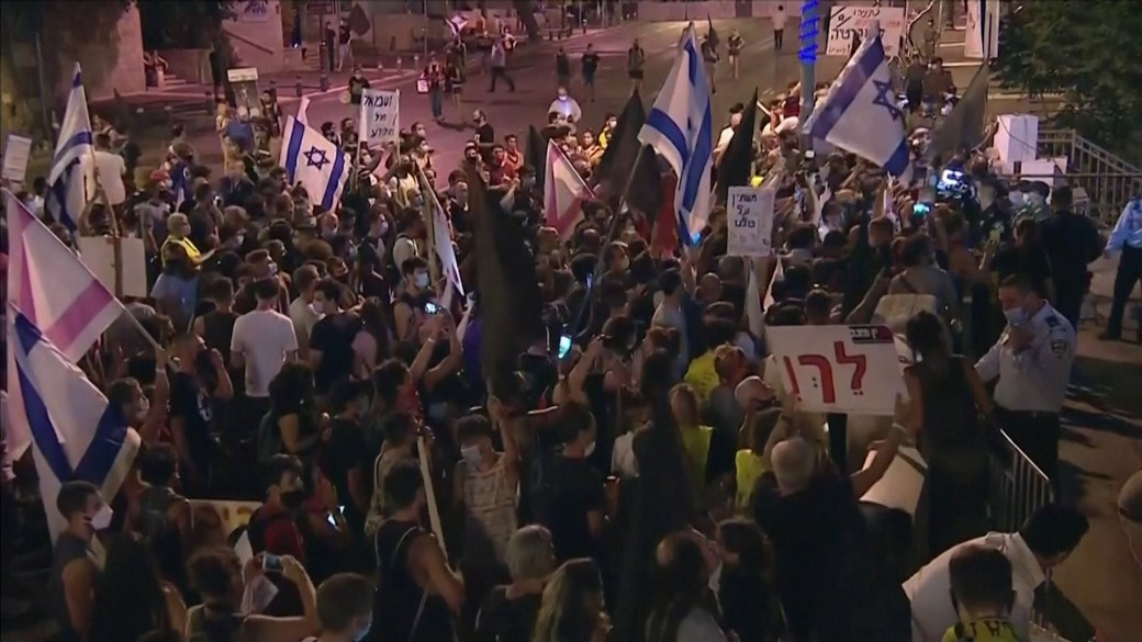 Click to play video 'Thousands of Israelis protest against Prime Minister Netanyahu in Jerusalem'