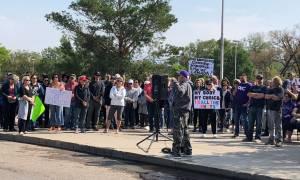 Saskatoon anti-vax protest moves further from hospital entrances (01:37)