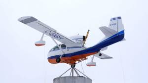 Spinning plane installed off Saskatchewan highway as landmark (01:22)