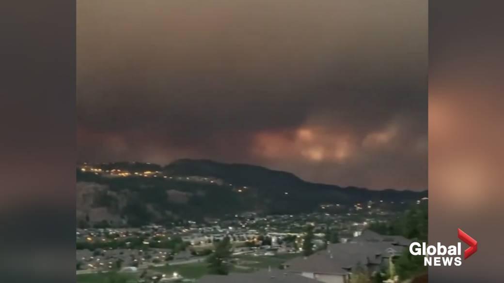 Click to play video: 'Wildfire smoke darkens skies in B.C.'